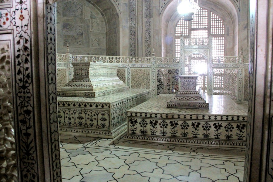 New Delhi to Agra, Visit Agra Fort and Taj Mahal in One ...