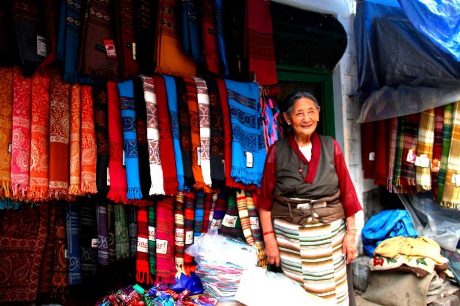 4 scarf seller