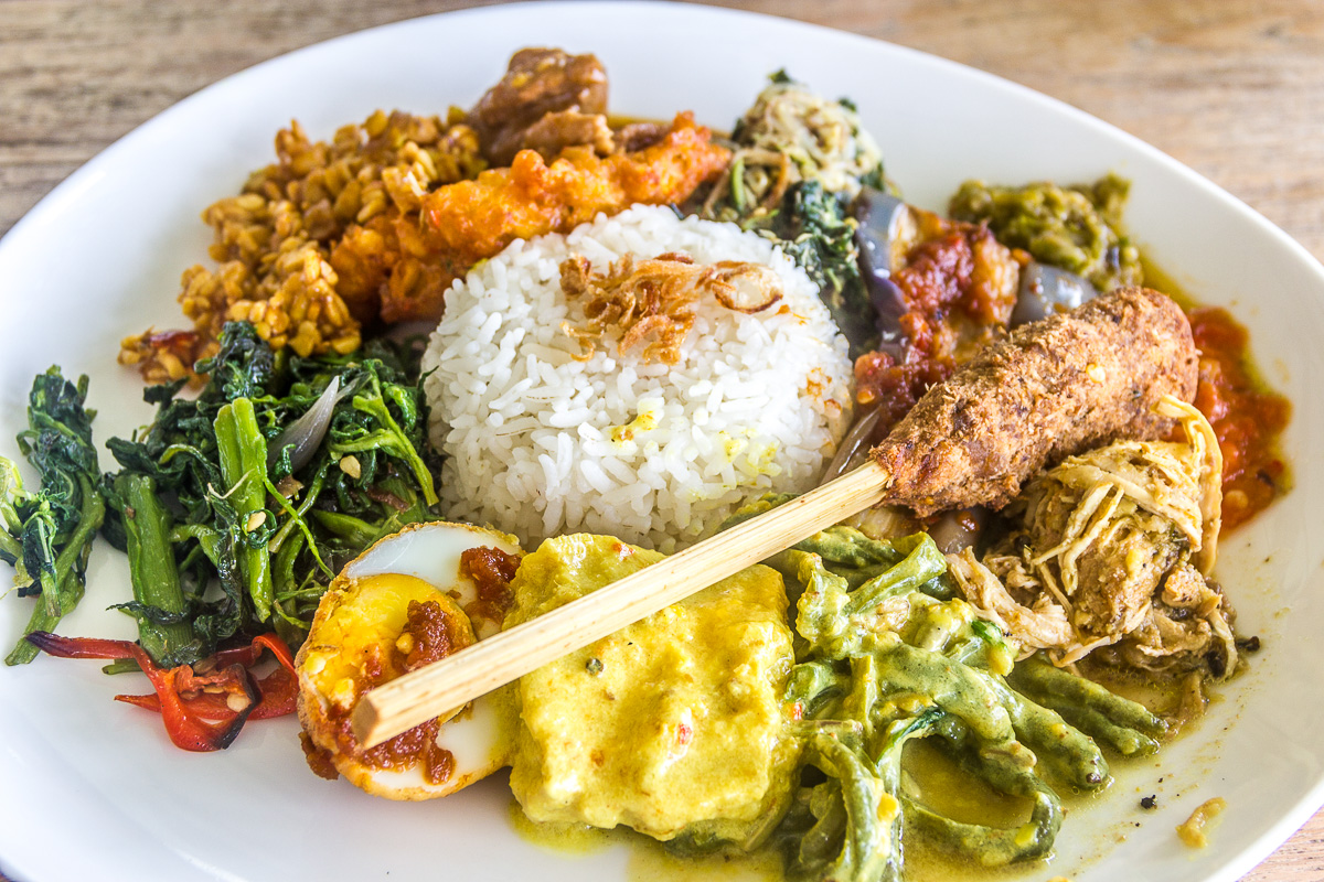 Eat and Drink in Seminyak, Bali: Best Nasi Campur in Nook; Organic Food in Earth Cafe & Market