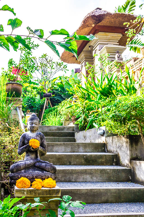 Cafe Wayan - Stairs with Buddha statue