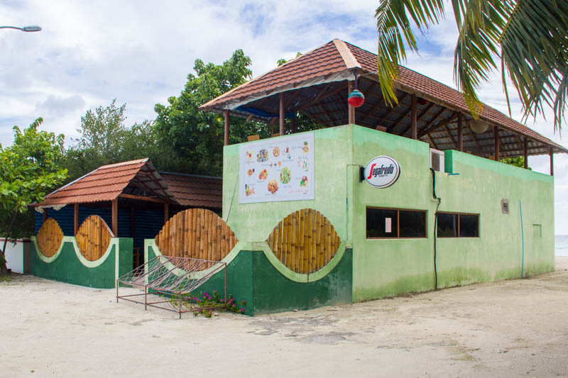 Food in Hangnaameedhoo - Pilot Whale Cafe