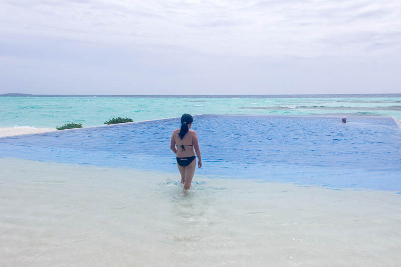 Olhuveli Beach & Spa Resort Maldives - Infinity Pool c