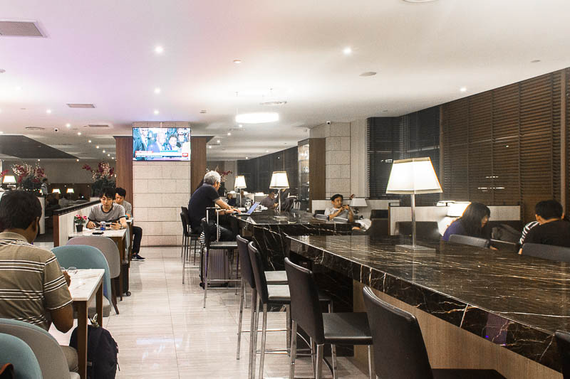 sats premier lounge changi terminal 2 - dining area