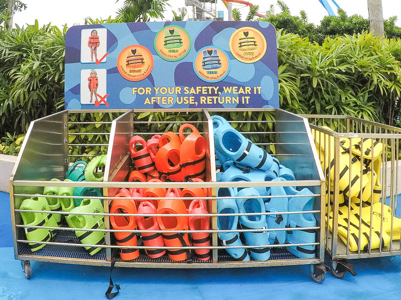 Wild Wild Wet Waterpark Singapore - Free life jackets