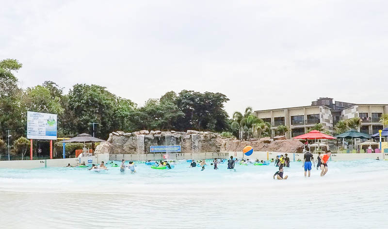 Wild Wild Wet Waterpark Singapore - Tsunami