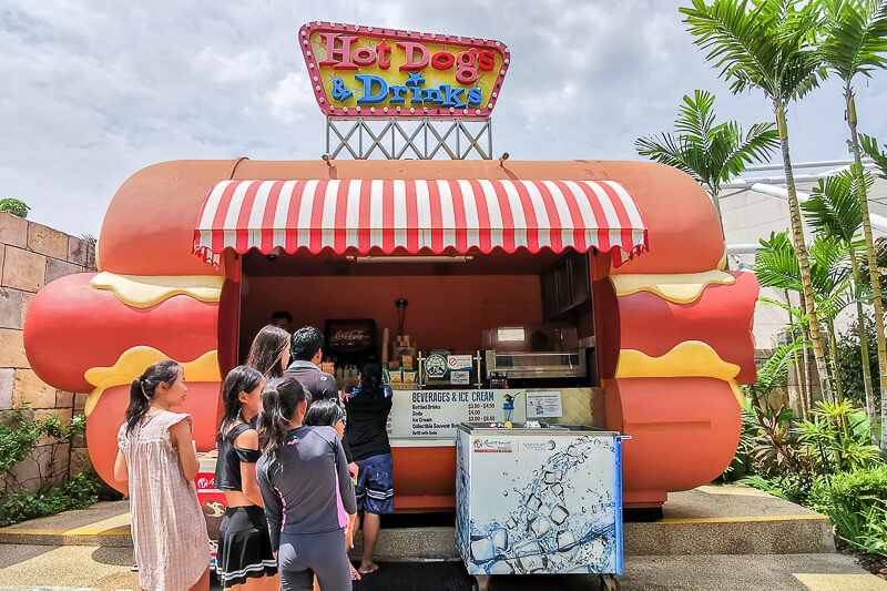 Adventure Cove - Food - Hot Dogs & Drinks