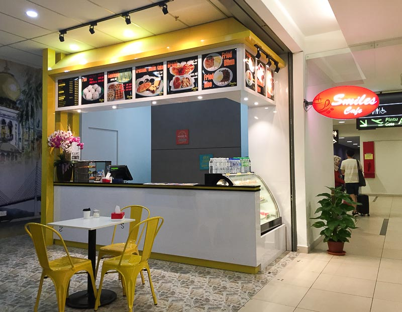 Penang International Airport: restaurant smiles cafe