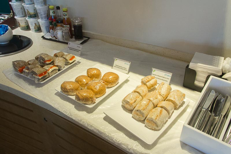 dnata lounge changi terminal 3 food - sandwich