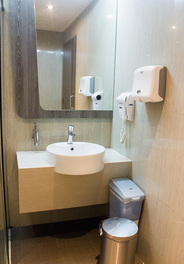 dnata lounge changi terminal 3 shower room
