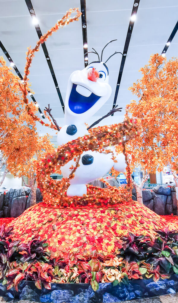 Christmas in Singapore - Changi Airport Frozen Olaf
