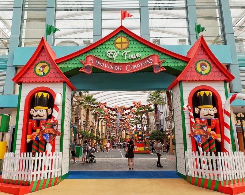 Christmas decoration and lights up in Singapore 2018 - Universal Studios Singapore