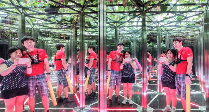 Mirrow Maze - Jewel Canopy Park at Changi Airport Singapore