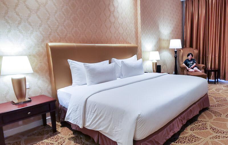 Adimulia Hotel Medan Review - Room