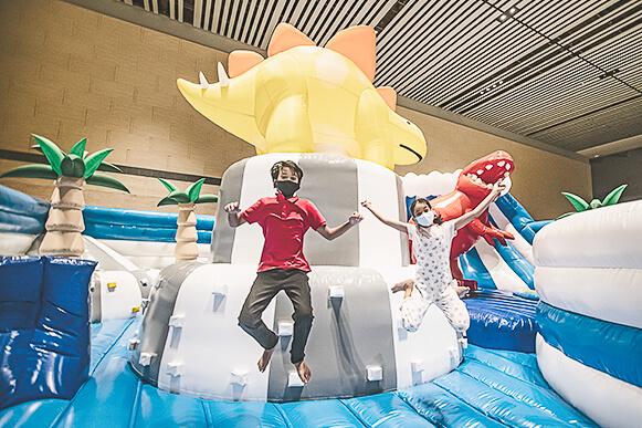 Christmas in Singapore 2020 - Changi Airport - Dino Bounce