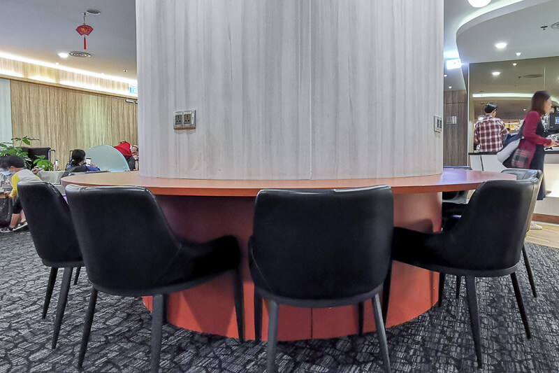 SATS Premier Lounge at Terminal 1 Changi Airport Singapore - Dining tables built around pillar