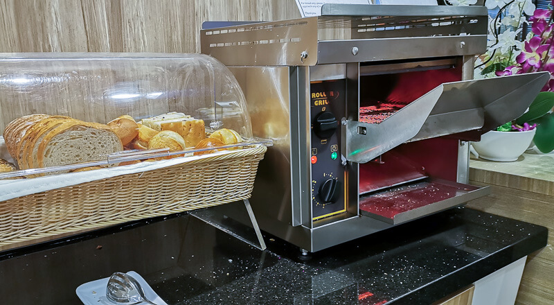 SATS Premier Lounge at Terminal 1 Changi Airport Singapore Food - Toast station