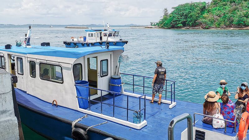 Marina South Ferries - small boat that goes to Sisters Island