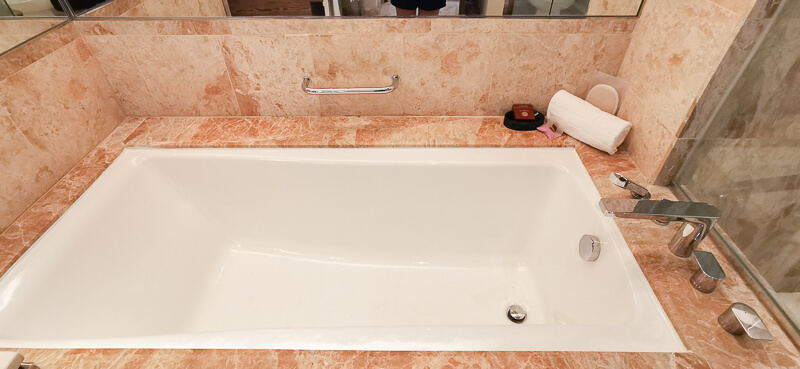Conrad Centennial Singapore Review - Bath tub