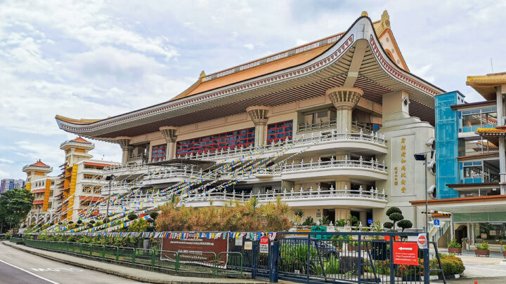 Kong Meng San Phor Kark See: Largest Buddhist Temple in Singapore