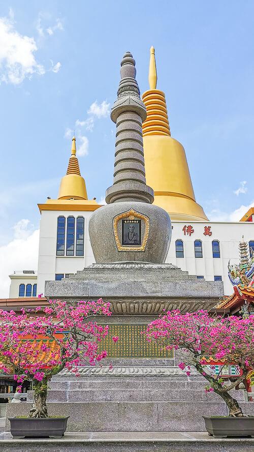 Kong Meng San Phor Kark See Singapore - Relic stupa of Ven. Hong Choon 2